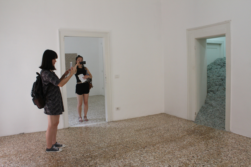 """""""2008"""" von Christodoulos Panayiotou fotografiert von Zoe und Lene"""