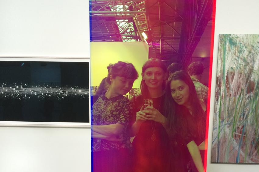 Caroline, Natalie und Veronika auf der Positions, Galerie Judith Andreae
