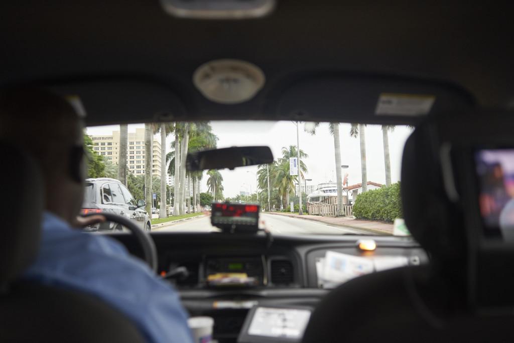 Taxifahrt zur Art Basel Miami (C) Andy Kassier