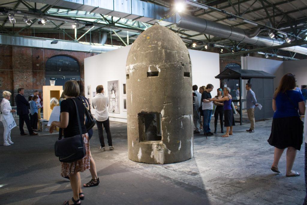 Einmann Bunker von Daniel Knorr, Galerie Naechst St. Stephan